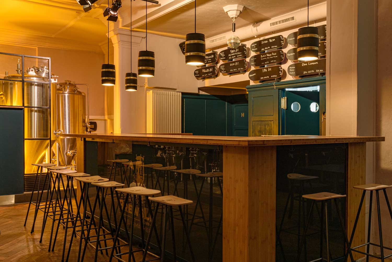 BrewsLi-Biermacher-Craft-Beer-Pub-Muenchen-Location-Bar