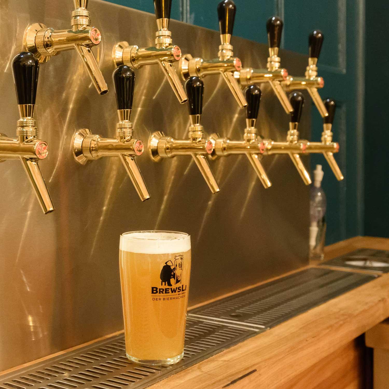 BrewsLi-Biermacher-Craft-Beer-Pub-Muenchen-Mikrobrauerei-Zapfhaehne